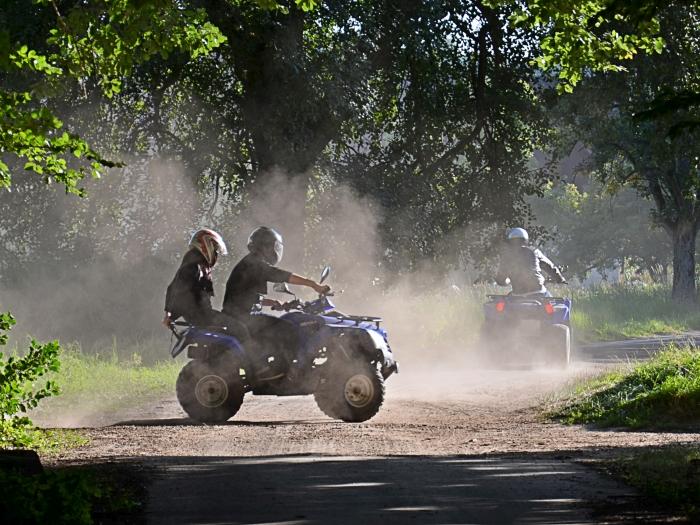 Quad Fahrer und Beifahrer